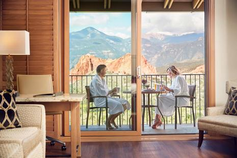 Garden of the Gods Resort and Club, a Luxury Health and Wellness destination, Becomes First Hotel in Colorado to Feature Plum's In-Room Wine Amenity